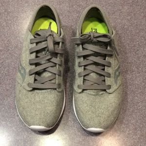 Saucony Memory Foam Form2U grey Sneakers NWOT